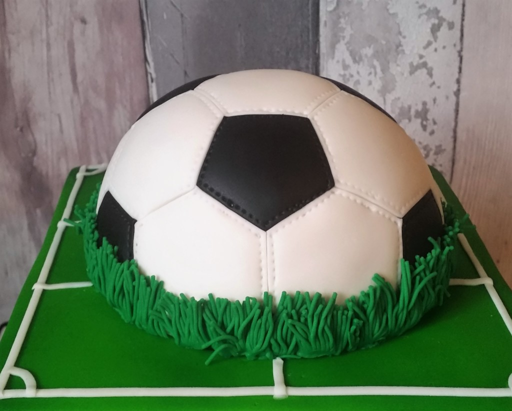 half and football wedding cake jan s cakes hertfordshire 15038